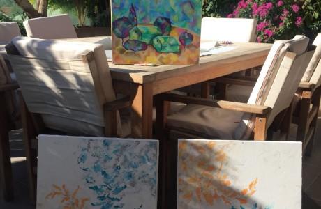 ציורים בתערוכה במגדלי אביב